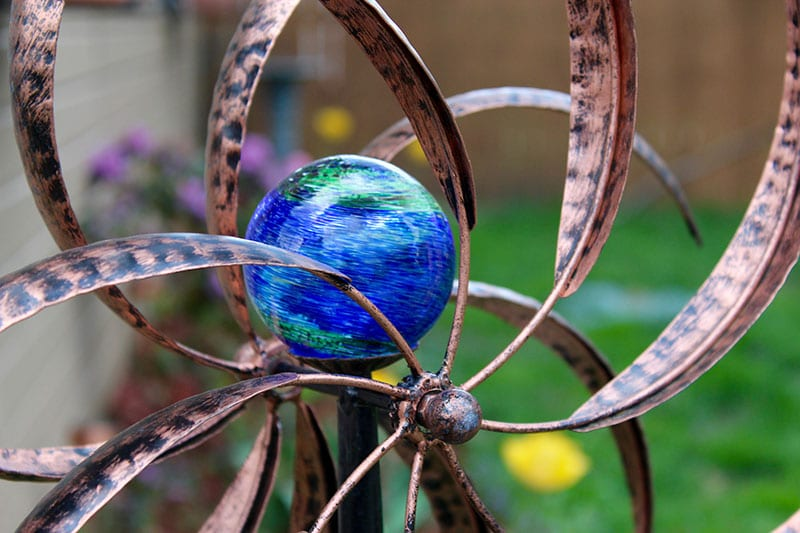 Lawn ornament, wind ornament for the lawn
